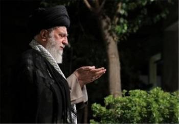 نماز میت رهبر انقلاب بر پیکر آیت الله هاشمی رفسنجانی