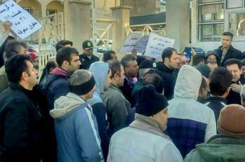 تجمع کارگران کاشی گیلانا مقابل فرمانداری رودبار+عکس