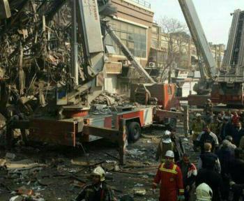 آخرین اخبار/ساختمان پلاسکو دیگر وجود ندارد/ احتمال شهادت 30 آتشنشان/ استفاده از سگهای زنده یاب/اسامی۲۳ نفر از مصدومان حادثه