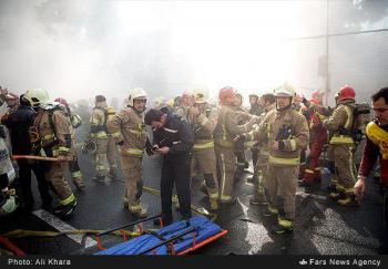 خبری خوشحال کننده/تماس آتش نشانان محبوس در پلاسکو  با همکاران خود
