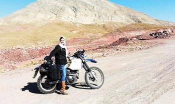 گردشگری زن انگلیسی با موتور سیکلت در ایران! +عکس