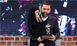 حجاب این دختر  روی سن دریافت جوایز جشنواره که مورد توجه قرار گرفت+عکس