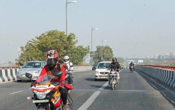 موتورسواری « یک دختر» در خیابان ها جنجال به پا کرد!+تصاویر