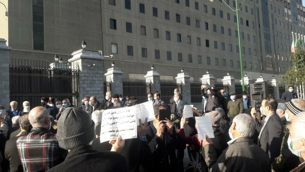 تجمع اعتراضآمیز ۲ هزار نفری بازنشستگان تامین اجتماعی مقابل مجلس+عکس