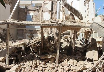 محبوس شدن ۴ کارگر زیر آوار ساختمانی در خیابان ۱۷ شهریور + تصاویر