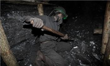 همه ۳۵ کارگر محبوس شده در معدن جان باختند/ ۲۱ جنازه از زیر آوار خارج شده است/ عملیات برای خارج کردن اجساد ادامه دارد/ آخرین اسامی مصدومان+تصاویر