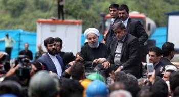 فیلم/ حمله معدنچیان خشمگین به خودرو حامل روحانی