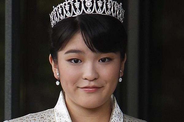 ازدواج دختر امپراتور ژاپن با یک کارگر ساده +عکس