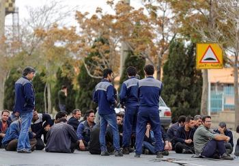 """باز هم پای چینیها در میان است/بیکاری ۳۰۰ کارگر کارخانهها """"مشهدنخ"""" از امروز"""