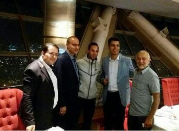 دیدار شبانه مجری مشهور تلویزیون با سرمربی وردربرمن در برج میلاد!+عکس
