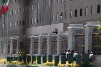 روایت یکی از شاهدان حادثه تروریستی تهران/یک تیر در سر، یک تیر در قلب دو زن شلیک کردند