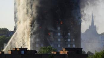 """آخرین جزئیات از آتش سوزی برج مسکونی ۲۷ طبقه """"گرن فل"""" در غرب لندن/علت آتش سوزی مشخص شد"""