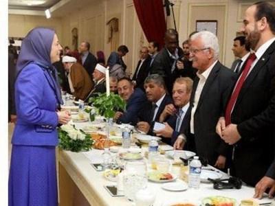 منافقین سوری مهمان سفره افطار منافین ایرانی!+عکس