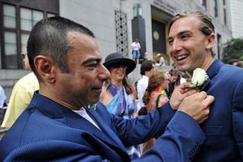 ازدواج احمقانه و باورنکردنی همجنس بازها! +تصاویر