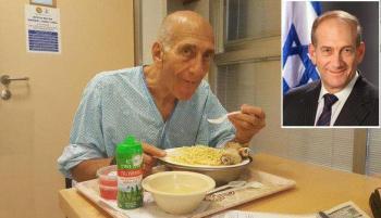 چهره نخست وزیر سابق رژیم صهیونیستی پس آزادی از زندان +عکس