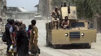 چرخاندن اسیر داعشی برهنه در شهر + عکس