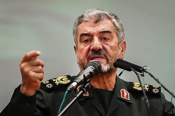 فرمانده کلسپاه پایگاههای نظامی آمریکا را تهدید کرد