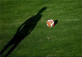 عجیب اما واقعی/ فوتبالیست مطرح ایرانی، پولها را بالا کشید و فرار کرد!