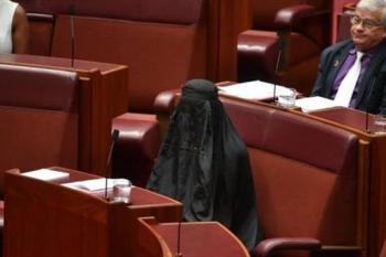 اقدام زننده نماینده زن علیه حجاب به ضررش تمام شد +عکس