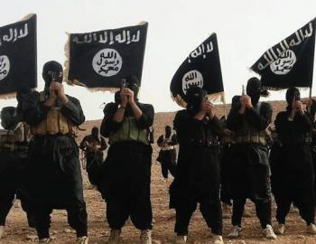 نمایش نبرد با داعش از چند سانتی متری با دوربین خبرنگار ایرانی+فیلم