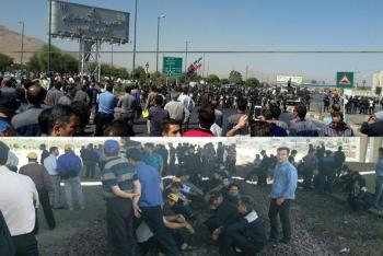 عاملان برخورد با کارگران هپکو وآذر آب باید جوابدهند/مشکلات کارگران از اختیارات استانی خارج شد