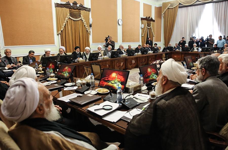 رئیسی، احمدینژاد و قالیباف در مجمع تشخیص کجا مینشینند؟