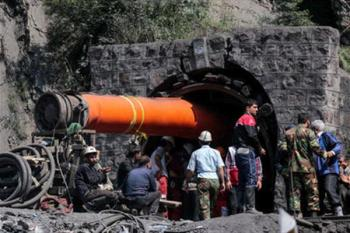 لکوموتیوی که باعث انفجار«معدن زمستان یورت» از معدن خارج شد