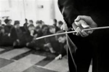 تنبیه وحشیانه یک دانش آموز توسط معلم سنگدل + فیلم