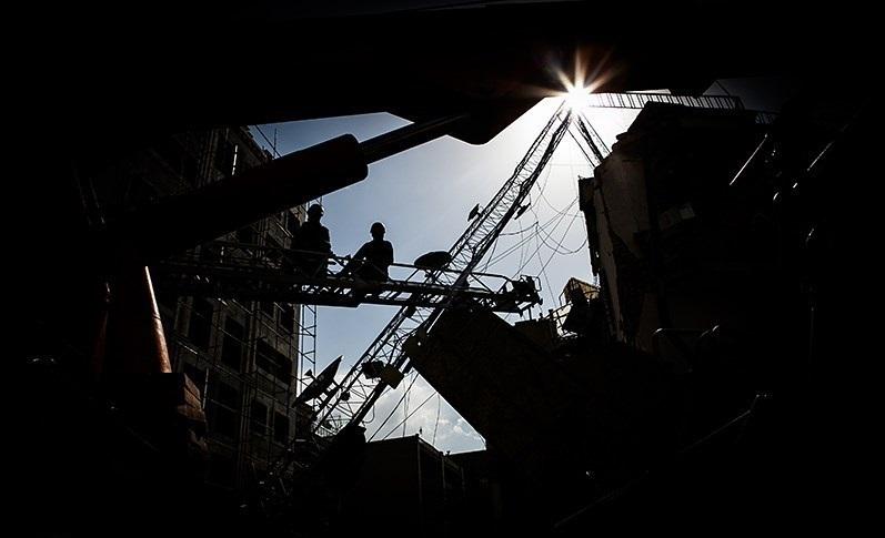 خودکشی از بالای دکل نفتی تنها راه کارگر برای گرفتن حقوق معوق خود