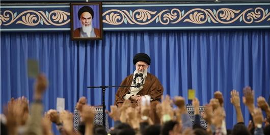 رهبر انقلاب: شکست دادن آمریکا معجزه انقلاب اسلامی است