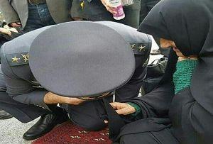 «زانو زدن یک سردار در مقابل یک مادر شهید»