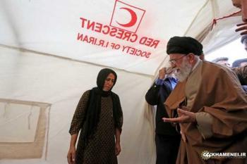 واکنش دفتر حفظ و نشر آثار رهبر انقلاب به حضور با کفش معاون اول در چادر زلزله زدگان