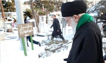 حضور رهبرانقلاب در مرقد مطهر بنیانگذار انقلاب و گلزار شهدا
