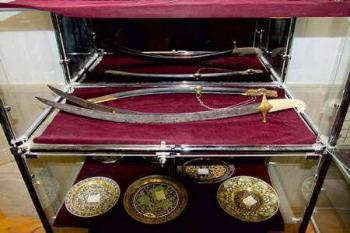 شمشیر نادرشاه به سرقت رفت! + عکس