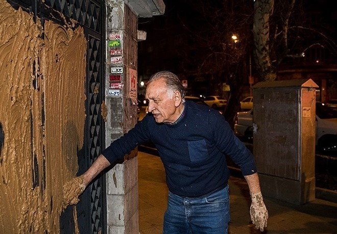 بازیگر مشهور ایرانی درب خانه سینما را گِل گرفت! + عکس