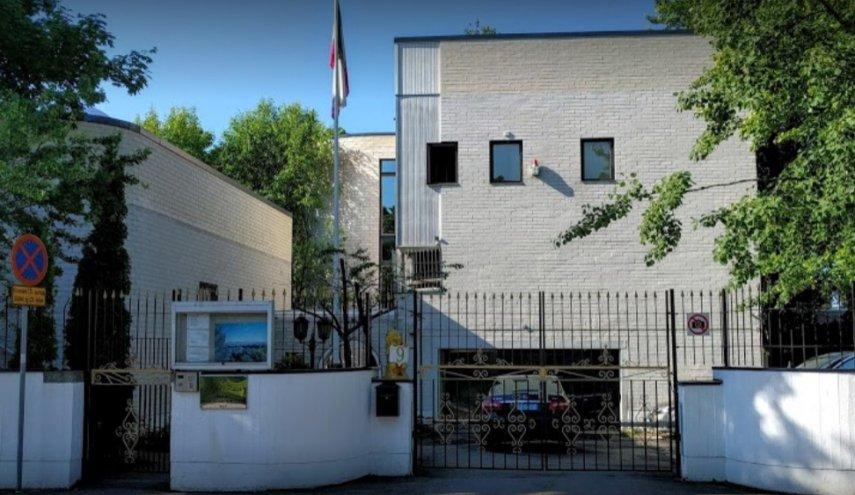 آشوبگران پرچم سفارت ایران را پایین کشیدند