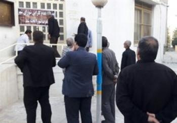 «مردم» درب شورای شهر بروجرد را «تخته» کردند! +تصاویر