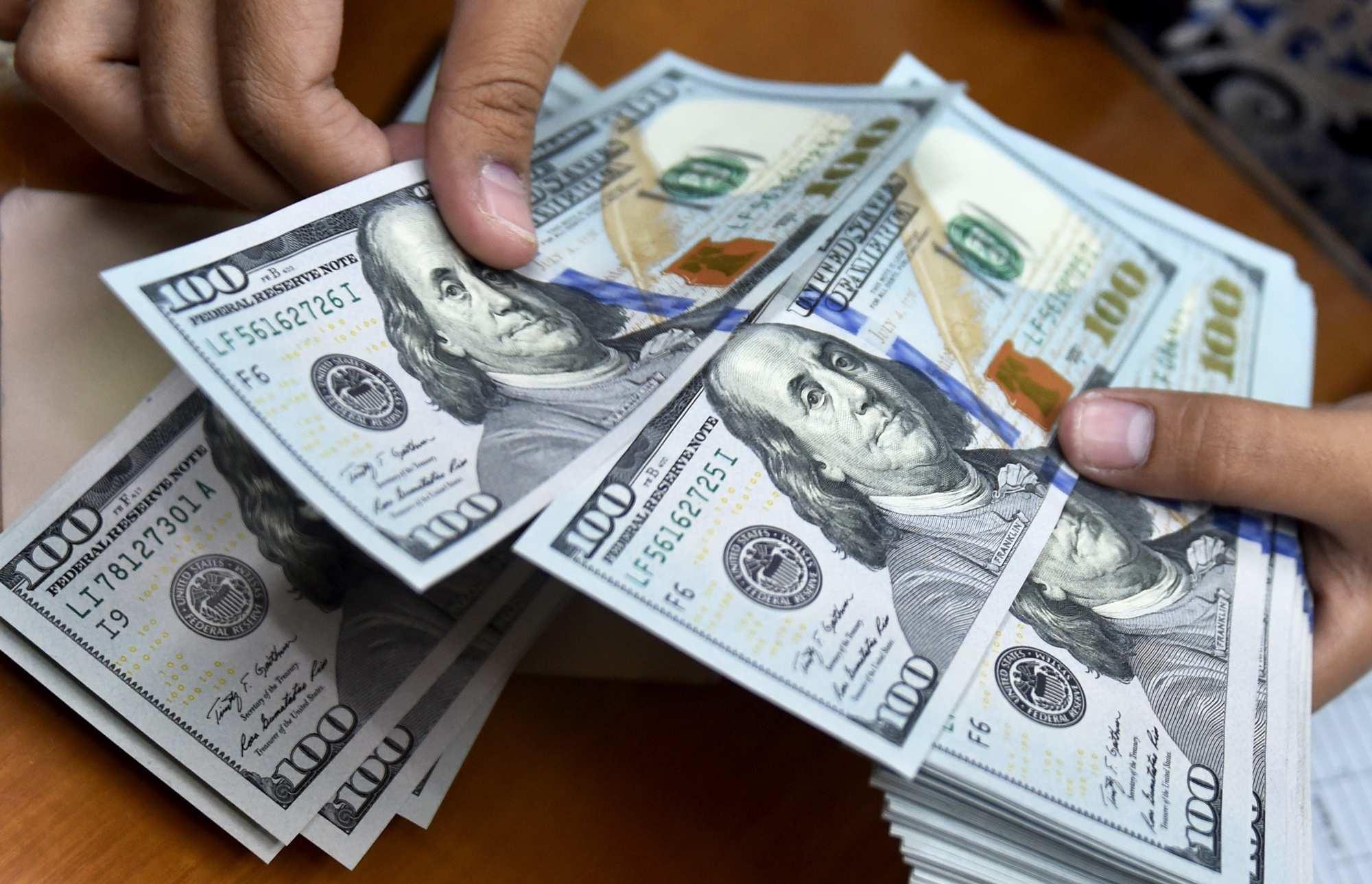 بانک ها امروز دلار را از مردم چند میخرند؟