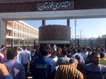 کارگران گروه ملی فولاد ایران به نشانه اعتراض راهپیمایی کردند