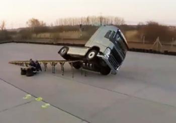 خودرویی که هرگز واژگون نمیشود/قدرت نمایی شرکت ولوو+ فیلم