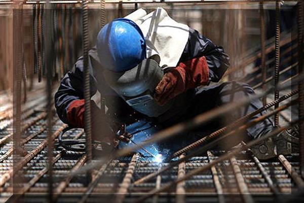 ثبتنام کارگران ساختمانی برای دریافت سبد کالا
