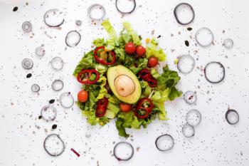 چهار سبزی در دسترس برای مبتلایان به نفخ شدید+فواید بی نظیر مارچوبه برای مبارزه با سرطان روده