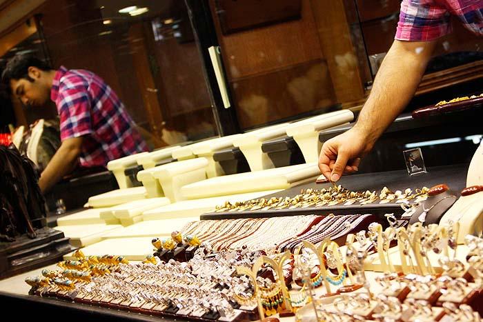 قیمت سکه تمام بهار به ۴۵۷۰۰۰۰ تومان رسید / قیمت طلا و دلار امروز ۹۸/۹/۱۷