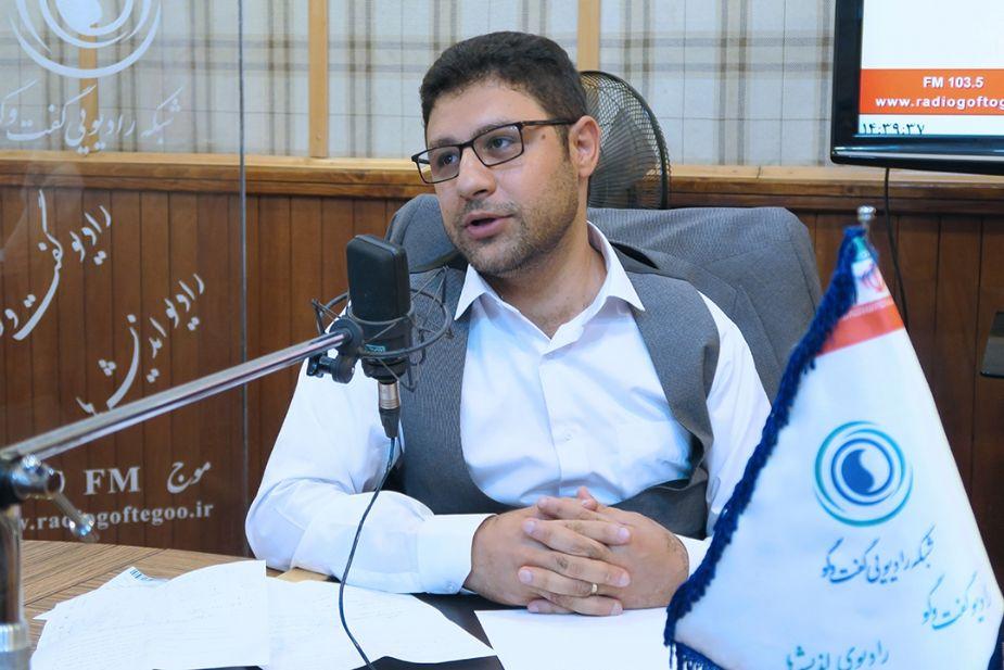 تحلیل گر نخبه ایرانی/دولت روحانی دلار را با زیر 9 هزار تومان تحویل دولت ظریف می دهد