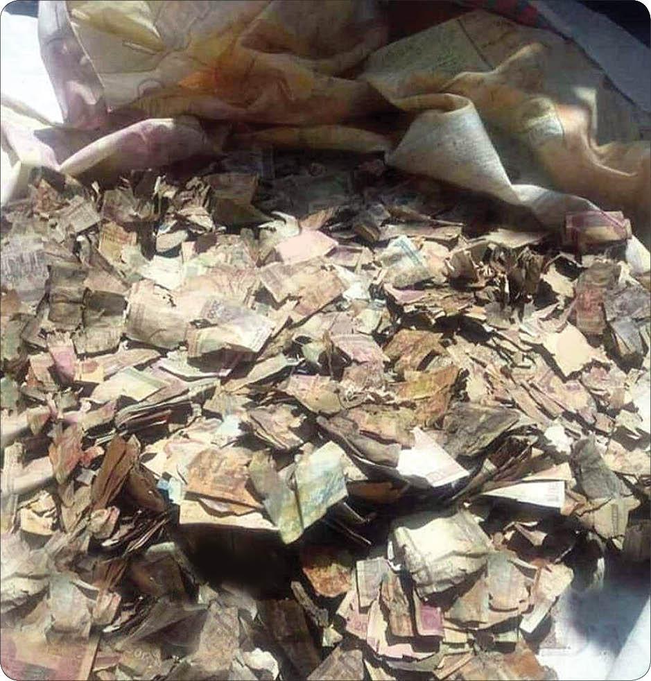 کشف کیسه پولهای پوسیده میلیونی پیرزن اردبیلی پس از مرگش + عکس
