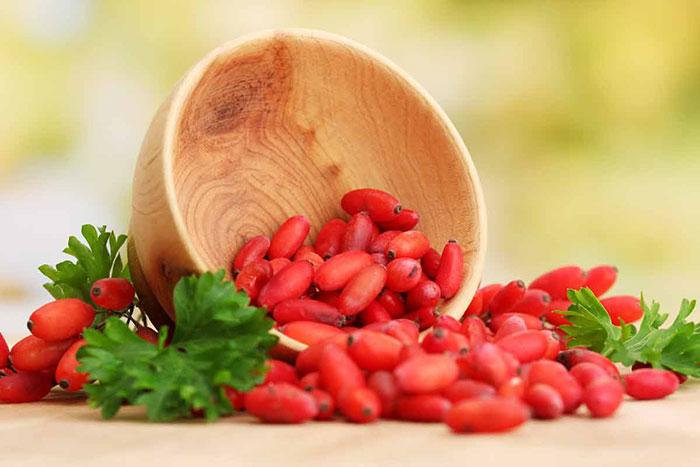 خواص زرشک؛ 10 خاصیت آب زرشک تازه برای سلامتی و پوست و مو