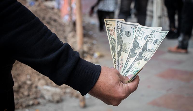 چرا دلار تغییر مسیر داد؟ / زمزمه «مذاکره» در بازار ارز