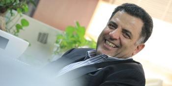 رئیس معروف دولتی و اقتصادی پس از بازداشت و استعفا به محل کارش برگشت+عکس