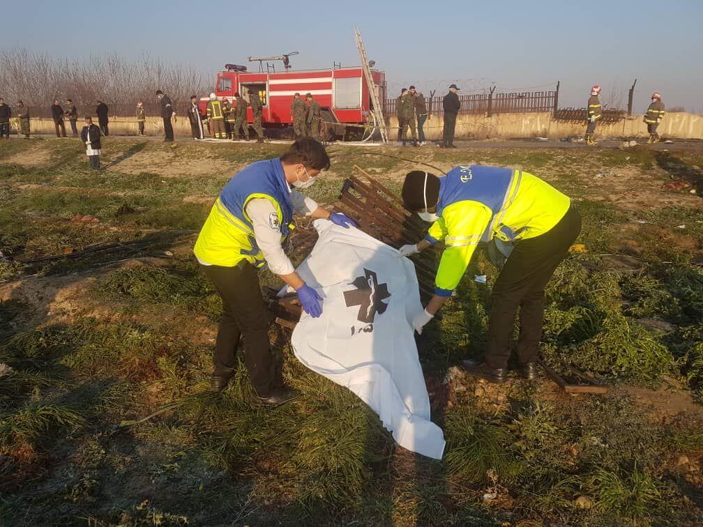 انتقال اجساد حادثه سقوط هواپیمای اوکراینی به پزشکی قانونی