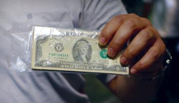 دلار به مدار صعودی بازگشت / طلا و بورس بار دیگر رشد کردند / گزارش جدید درباره یارانه معیشتی